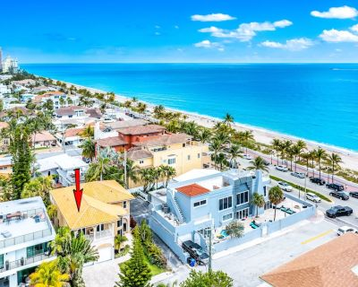 BEACH FRONT ESTATE + HEATED POOL & POOL TABLE! STEPS TO THE BEACH! - Birch Park Finger Streets