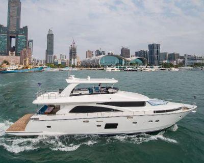 2021 Johnson Motor Yacht w/Hydraulic Platform