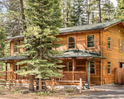 Modern Cedar Log Cabin w/ Hot Tub, Sauna & Pool Table - South Lake Tahoe