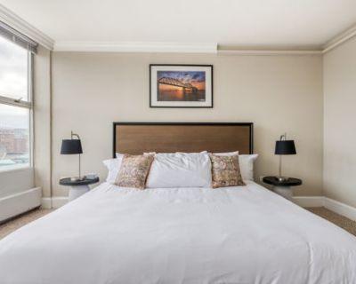 King bed apt w/ kitchen & balcony by Mint House