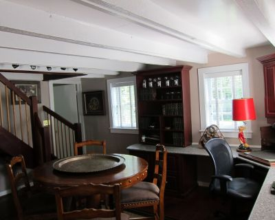 Charming Writer's Cottage In The Heart Of Middleburg - Middleburg
