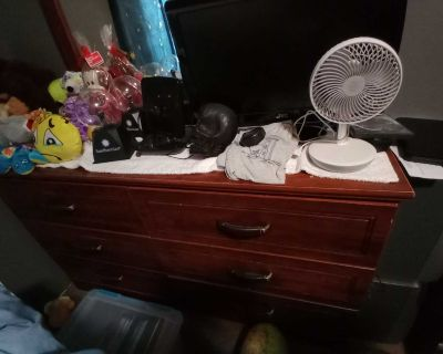 PLEASE READ THE DESCRIPTION BEFORE YOU RESPOND Nice dresser with mirror