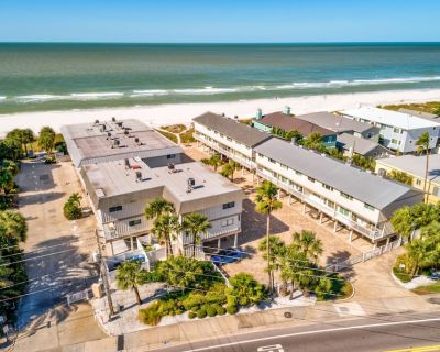 Gulfside Villas - New! Beautifully Decorated 3-story Beach Front Townhome! - Indian Rocks Beach