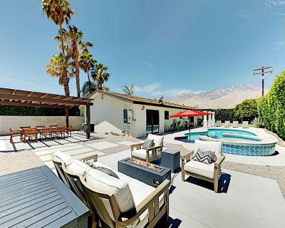 Demuth Park Desert Getaway Pool, Hot Tub, Firepit & Alfresco Dining - Palm Springs