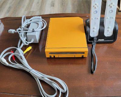 Nintendo Wii Reskined with Battery Charger