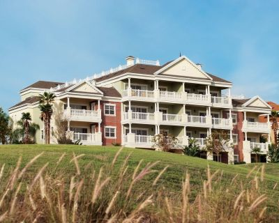 Beautiful 3 Bedroom 3 Bath Condo next to the attractions - Reunion