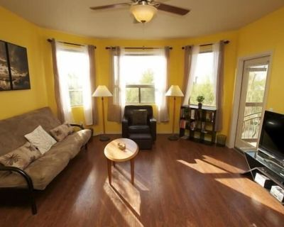 Open & Modern, Excellent Location, Pool, Hot Tub, Wi-Fi, Elevator, Parking, Gym - North Mountain