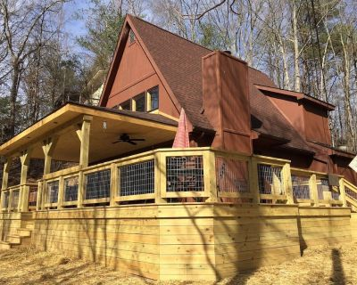 Fishing Lake-Fireplace-Hot Tub-Large New Deck-Free WiFi-Close to Everything! - Pigeon Forge