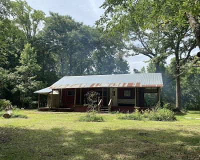 Cozy, Quiet, RV-Turned-Tiny Home! Country Getaway! - Huntsville