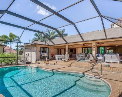 Dreamy Cape Retreat W/ Private Pool, Dock, Kayaks, Bikes, & Easy Access to Town! - Pelican