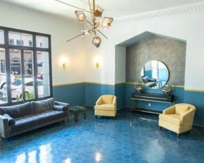 527 South Hobart Boulevard, Los Angeles, CA 90020 Studio Apartment