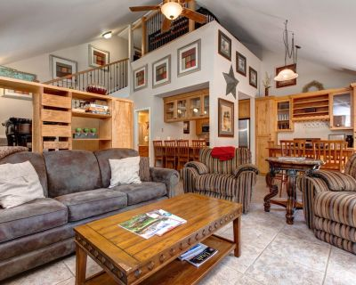 Cozy townhouse w/deck & grill, private hot tub, shared pool - Park City