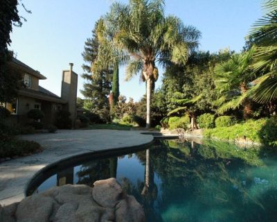 2 Bedrooms with enclosed living room and private bath. - Modesto