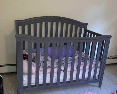 Graco unisex crib with mattress