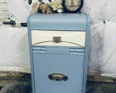 """ANTIQUE Side table/night stand-15""""x28""""x14""""- refinished in blue/cream- 60$ Laval chomedey"""