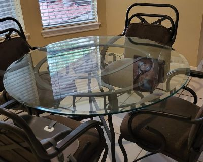 Kitchen Table and 4 Roller Chairs