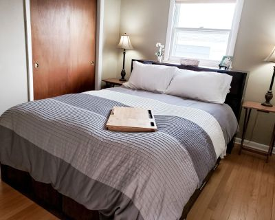 Centrally Located Bayview Apt. With Fast Wifi - Bay View