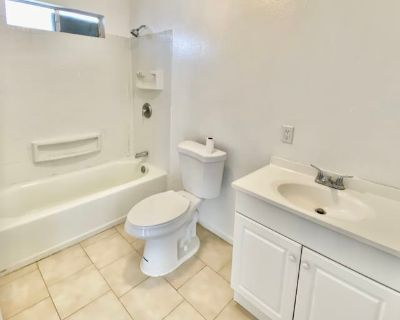 Shared room with own bathroom - West Covina , CA 91791
