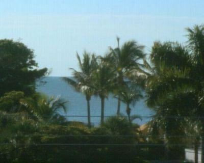 Steps to Beach, Great Rates, Stylish Interior--Sandpebble4B - Sanibel
