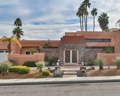 Beautiful Santa Fe Style Residence - Palm Desert