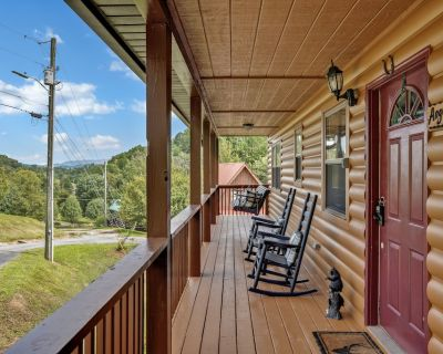 Renovated/ 1mile to Dollywood/ 250ft parrot mt/ theater/wifi/8mile Gatlinburg - Pigeon Forge