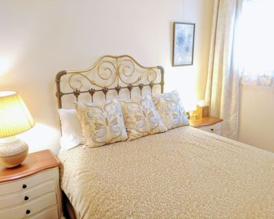 Quiet Bedroom Perfectly Located - Restored Redwood Home North Beach - North Beach