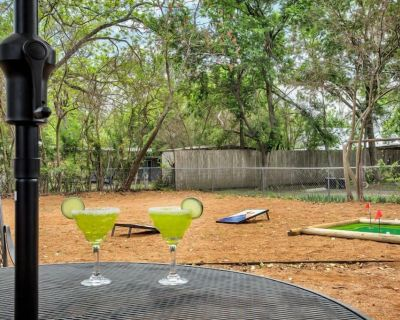 Cava House | In Town | Fire Pit | Outdoor Games - Fredericksburg