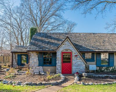 Columbia's Most Beloved Home! Less than one mile from downtown and Faurot Field - Columbia