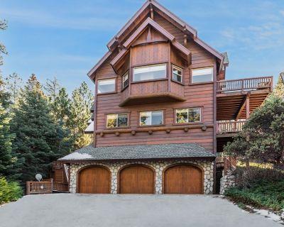 New Listing! Miracle Mountain Lodge w/ Lake Views, Pool Table, Bar & AC - Cedar Glen