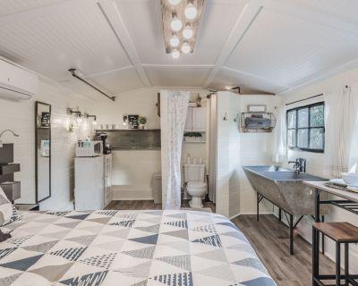 Cottage on Cornell - Quaint & Cozy w/Outdoor Kitchen - Winter Park