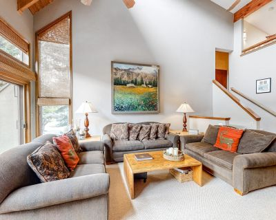 Ideal Family Retreat W/ Private Hot Tub, Large Deck, Lofted Layout & Fast WiFi! - Eagle-Vail