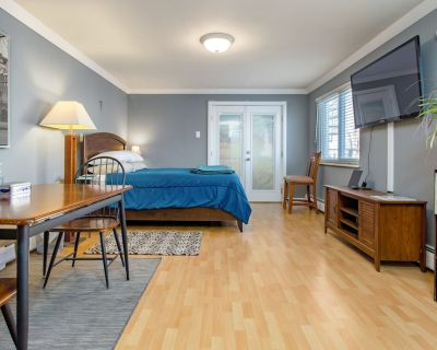Guest Suite with Private Entrance & Parking - Virginia Village