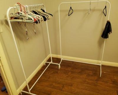 Portable hanging closet