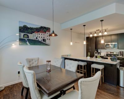 Indy Utopia TH w/gym+gated GAR+Organic Groc+Steps from Butler - Broad Ripple