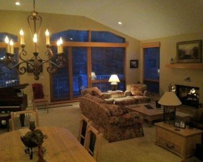 Spacious 3 Bdrm + Den, Luxury Home! - West Vail