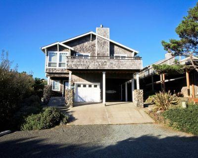 SPINDRIFT HIDEAWAY~MCA 1686 ~Luxurious premier townhome 1/2 block from beach! - Manzanita