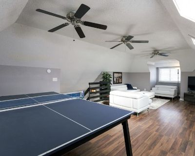 5 King Beds+ 3 Living Rooms+ 2 Kitchens+ PING PONG - Midtown - Westport