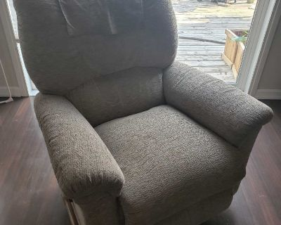 Matching Lay-Z-Boy recliners
