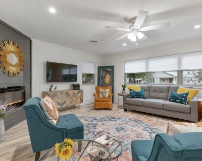 New! Luxury Home Near Main St. w/ Fire Pit. - Fredericksburg