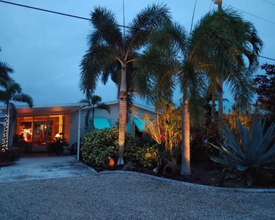 The Cheeky Tiki Hut ~ Great Location on Monroe Canal - Saint James City