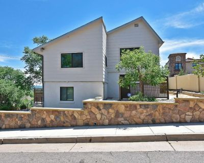 *Monthly Rates Available* Top of The Hill, SLEEPS 4, DOWNTOWN & OLD CO CITY, FREE WIFI, OS PARKING! - Old Colorado City