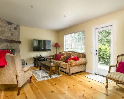 Cozy Cottage on Burton Circle- #LH50 Month Long - Lodge Hill