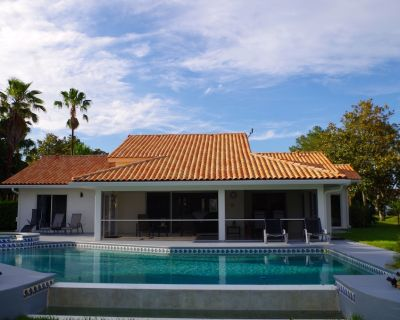 Waterski, Golf and Tennis Onsite! Two Master Suites! Private pool and spa! - Clermont