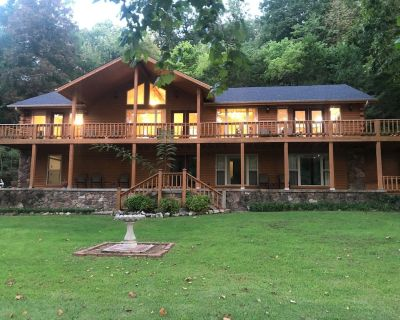 GREAT FALL RATES! AMAZING WHITE RIVER FISHING W/COVERED BOAT DOCK! - Flippin