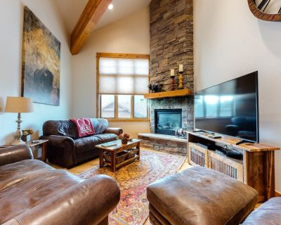 Family-friendly condo w/ a rec room & private hot tub - walk to slopes - Big Sky Mountain Village
