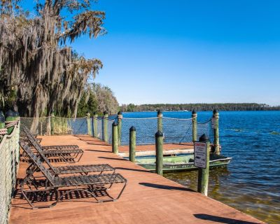 Lakeside Resort Condo Just 2 Miles From Disney w/ WiFi, Fireplace & More - Orlando