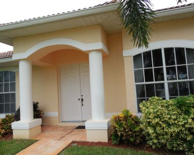 2 Master Bedrooms with king size bed, large swimming pool - Burnt Store