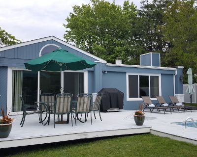 SUMMER 2018! Bright Contemporary W/ Private Pool Steps from Moriches Bay - Remsenburg