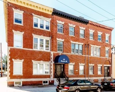 AVAILABLE 9/1 - 3BED/1BATH IN Roxbury - UPDATED APPLIANCES & PET FRIENDLY!!
