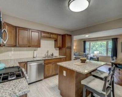 684 Eldridge Ave W, Roseville, MN 55113 4 Bedroom Apartment